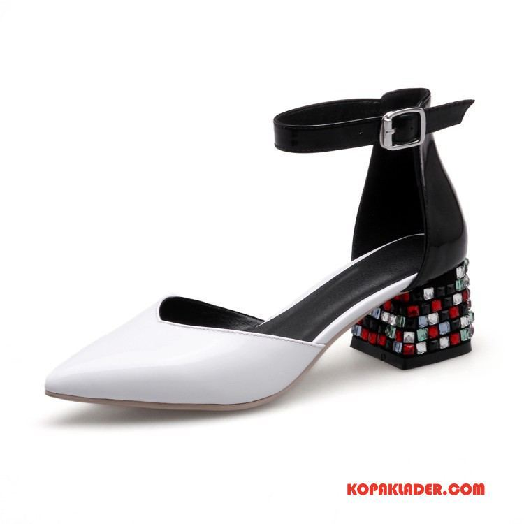 sandaler med vit sula